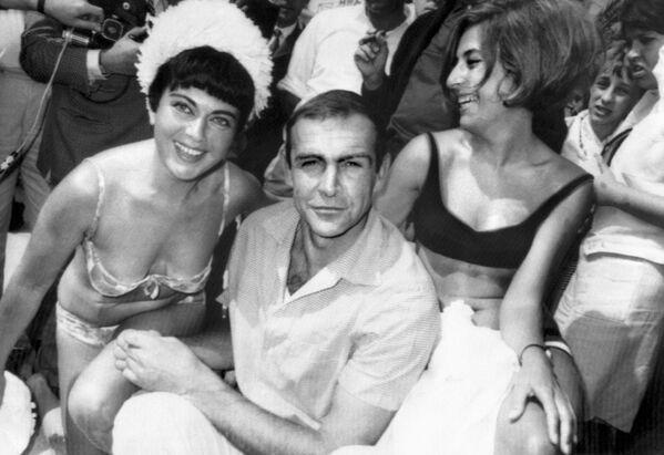 Актер Шон Коннери во время Каннского международного кинофестиваля, 1965 год - Sputnik Узбекистан