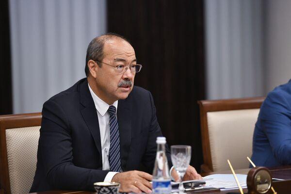Премьер-министр Узбекистана Абдулла Арипов встретился с вице-премьер-министром Кыргызстана Акрамом Мадумаровым - Sputnik Узбекистан