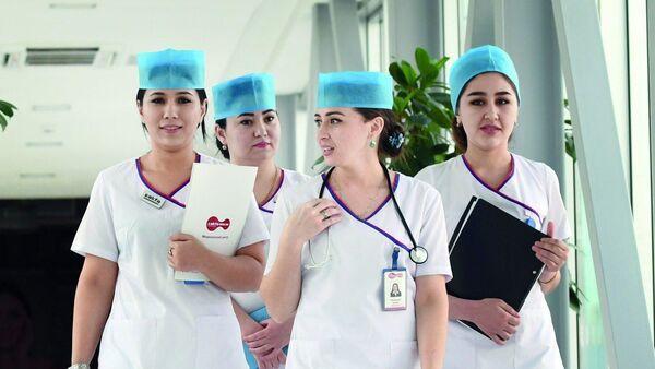 Медсестры в клинике Узбекистана - Sputnik Узбекистан