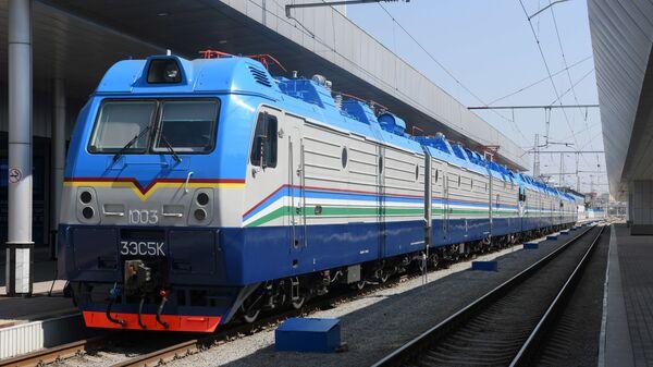 Электровоз 3ЭС5К Ермак - Sputnik Узбекистан
