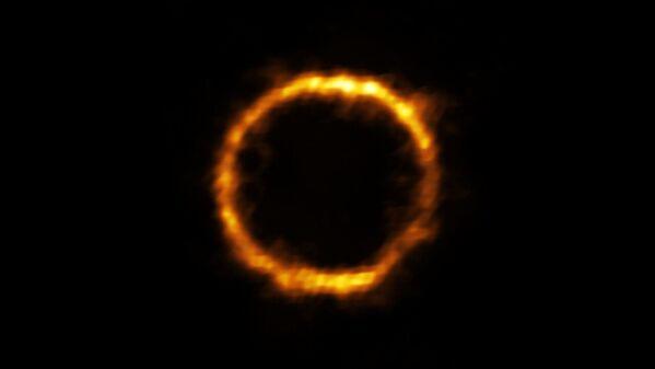 Молодая чрезвычайно далекая галактика SPT0418-47 в созвездии Часов - Sputnik Узбекистан
