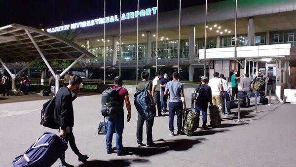 Очередная группа узбекистанцев отправились на заработки в Россию - Sputnik Ўзбекистон