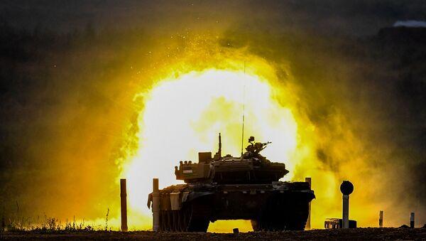 Tank T-72 komandы voyennoslujaщix Uzbekistana vo vremya sorevnovaniy tankovыx ekipajey v ramkax konkursa Tankovыy biatlon-2020 na poligone Alabino - Sputnik Oʻzbekiston