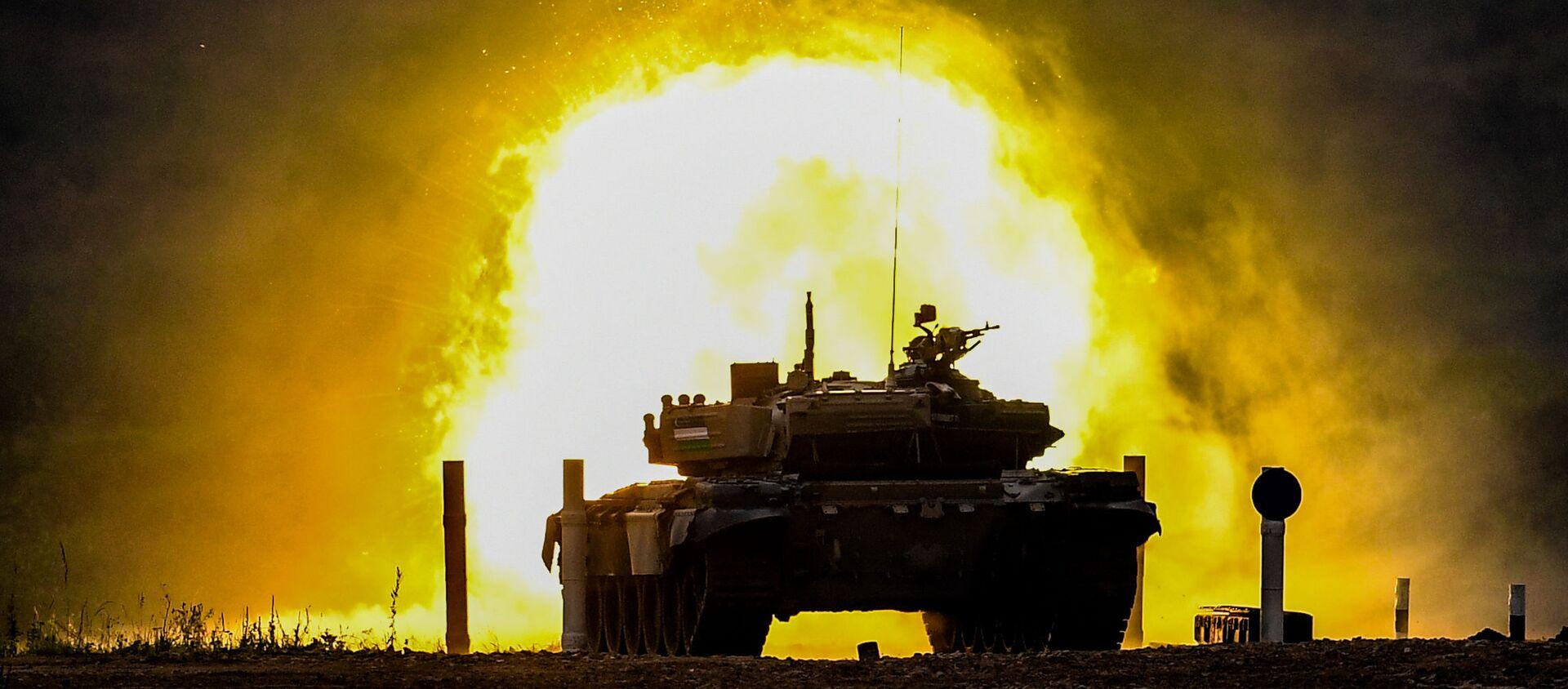 Tank T-72 komandы voyennoslujaщix Uzbekistana vo vremya sorevnovaniy tankovыx ekipajey v ramkax konkursa Tankovыy biatlon-2020 na poligone Alabino - Sputnik Oʻzbekiston, 1920, 02.10.2020