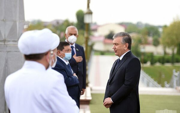 Шавкат Мирзиёев посетил сквер Шахидлар хотираси - Sputnik Узбекистан