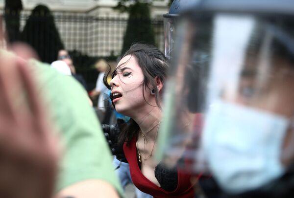 В Берлине прошли протесты против политики властей по борьбе с COVID-19 - Sputnik Узбекистан