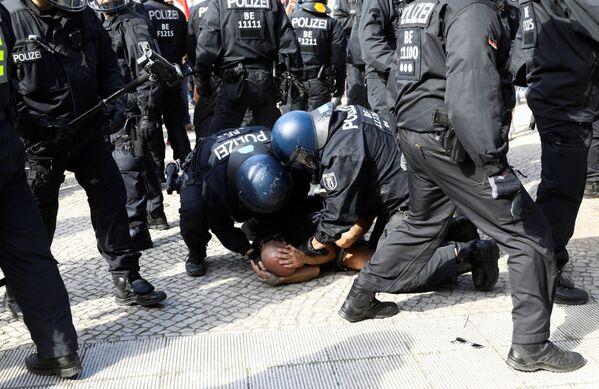 Однако полиция задержала не менее семи человек - Sputnik Узбекистан