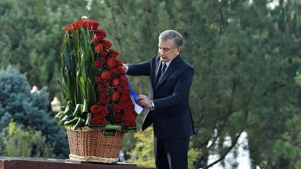 Shavkat Mirziyoyev pochtil pamyat Islama Karimova - Sputnik Oʻzbekiston