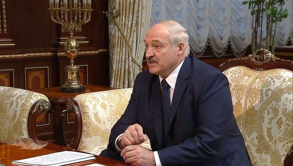 Mы perexvatili interesnыy razgovor: Lukashenko zayavil o falsifikatsii otravleniya Navalnogo - Sputnik Oʻzbekiston