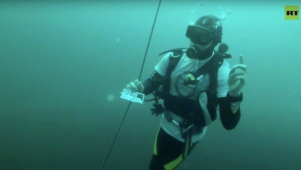 Незрячий дайвер установил рекорд России, погрузившись в Чёрное море на глубину 30 м - Sputnik Узбекистан