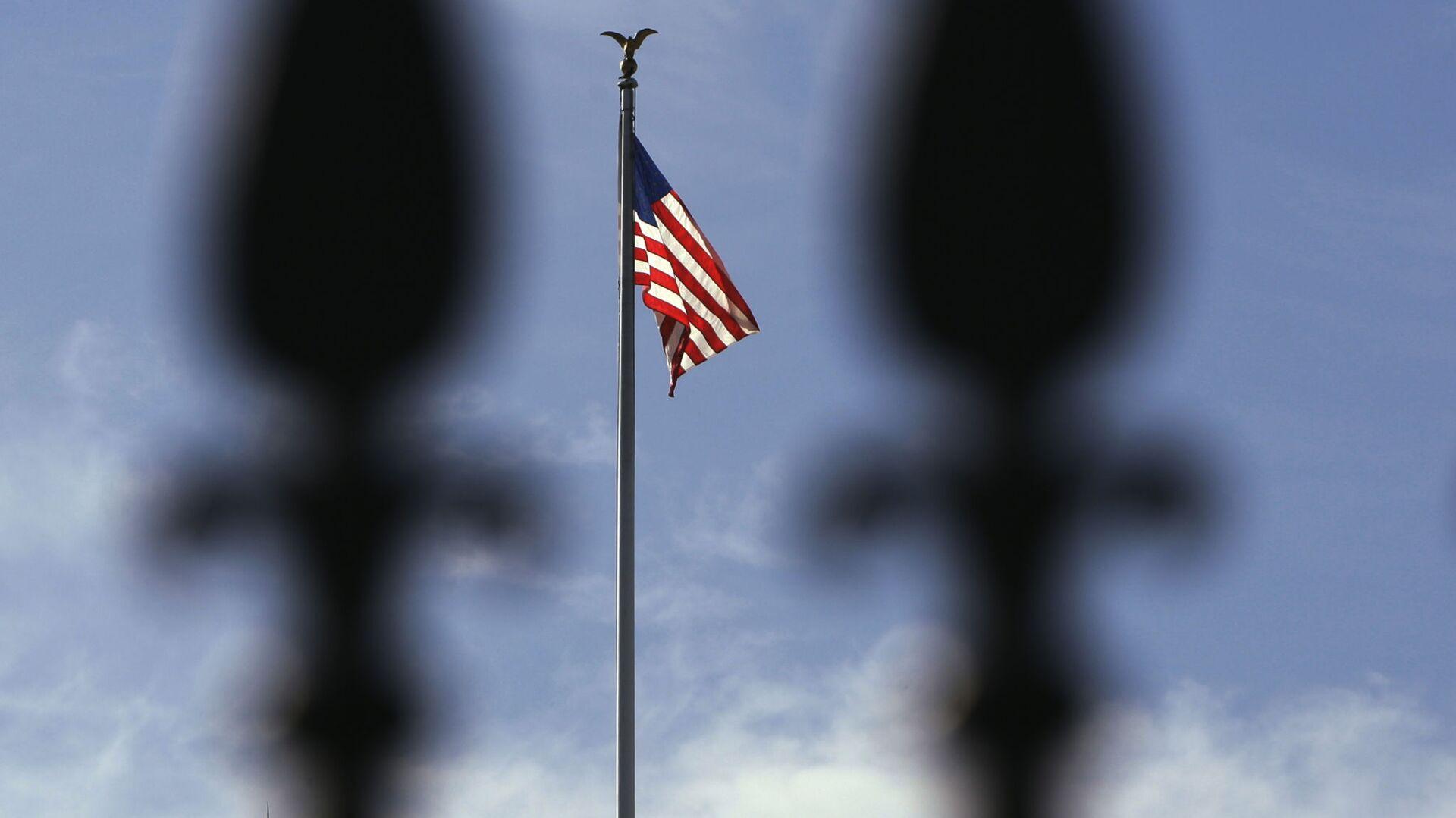 Вашингтон. Флаг США над Белым домом - Sputnik Ўзбекистон, 1920, 16.09.2021