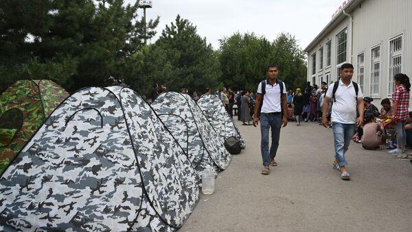 Grajdane Uzbekistana v stixiynom palatochnom lagere na stantsii Pervomayskaya - Sputnik Oʻzbekiston