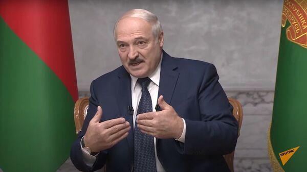 Nemnogo peresidel: Lukashenko dal bolshoye intervyu rossiyskim jurnalistam - Sputnik Oʻzbekiston