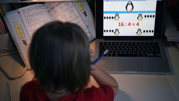 Дистанционное обучение школьников - Sputnik Узбекистан