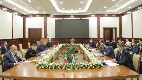 Встреча с представителями Правительства Российской Федерации во главе с заместителем Председателя Правительства А. Оверчуком - Sputnik Узбекистан