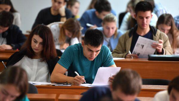 Студенты на лекции - Sputnik Узбекистан