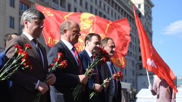 Возложение цветов к Могиле Неизвестного Солдата в День памяти и скорби - Sputnik Ўзбекистон