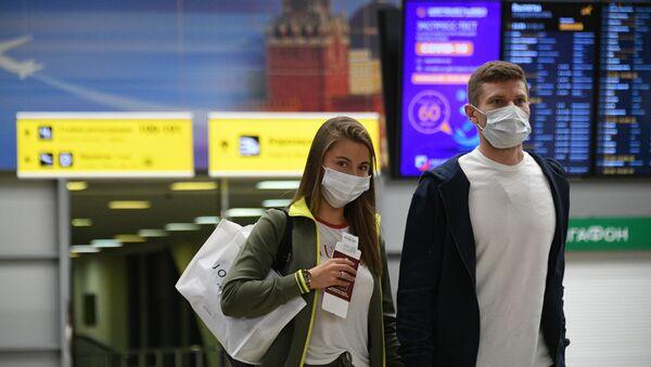 Passajirы v mejdunarodnom aeroportu Sheremetyevo v Moskve - Sputnik Oʻzbekiston