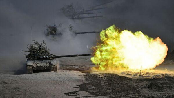 Tanki T-72 vo vremya komandno-shtabnыx ucheniy Kavkaz-2020 na poligone Rayevskiy v Novorossiyske - Sputnik Oʻzbekiston