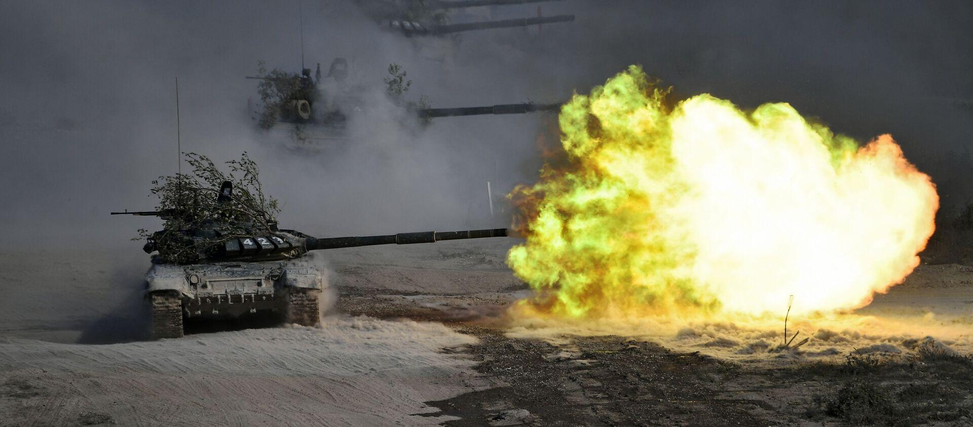 Tanki T-72 vo vremya komandno-shtabnыx ucheniy Kavkaz-2020 na poligone Rayevskiy v Novorossiyske - Sputnik Oʻzbekiston, 1920, 30.09.2020