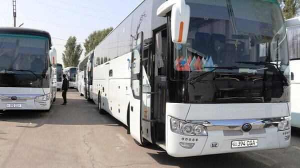 V Samaru napravili yeщyo 15 avtobusov dlya vыvoza grajdan - Sputnik Oʻzbekiston