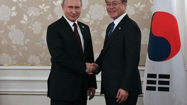 Prezident RF Vladimir Putin i prezident Respubliki Koreya Mun Chje In - Sputnik Oʻzbekiston
