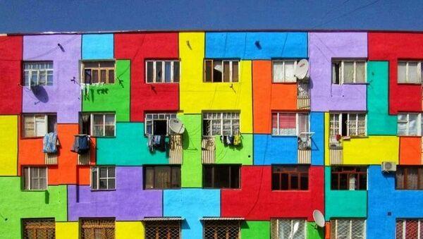 Kreativ nedaleko ot Samarkanda: doma razukrasili v yarkiye tsveta - foto - Sputnik Oʻzbekiston