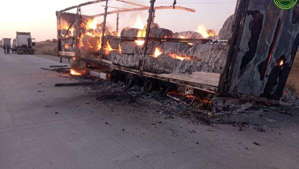 В Бухарской области сгорел прицеп с хлопком - Sputnik Ўзбекистон