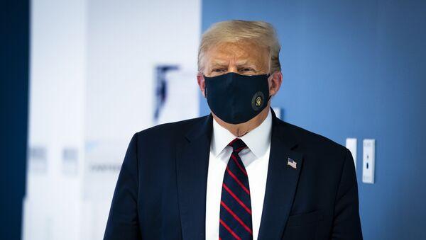 Prezident SSHA Donald Tramp v zaщitnoy maske - Sputnik Oʻzbekiston