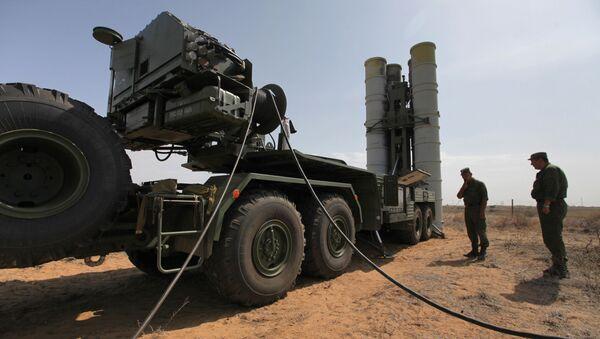 Подготовка к стрельбам зенитных ракетных систем - Sputnik Узбекистан