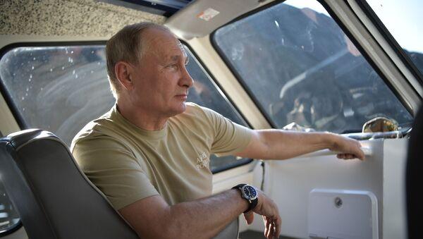 Президент РФ Владимир Путин во время отдыха - Sputnik Узбекистан