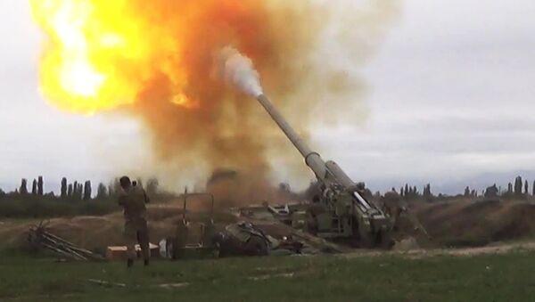 Вооруженные силы Азербайджана наносят удар артиллерийским подразделениям вооруженных сил Армении на Агдеринском направлении в Нагорном Карабахе. - Sputnik Ўзбекистон