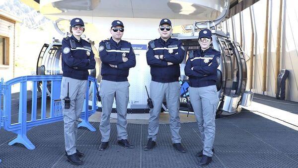 Туристическая полиция Узбекистана тестирует новую форму - Sputnik Ўзбекистон