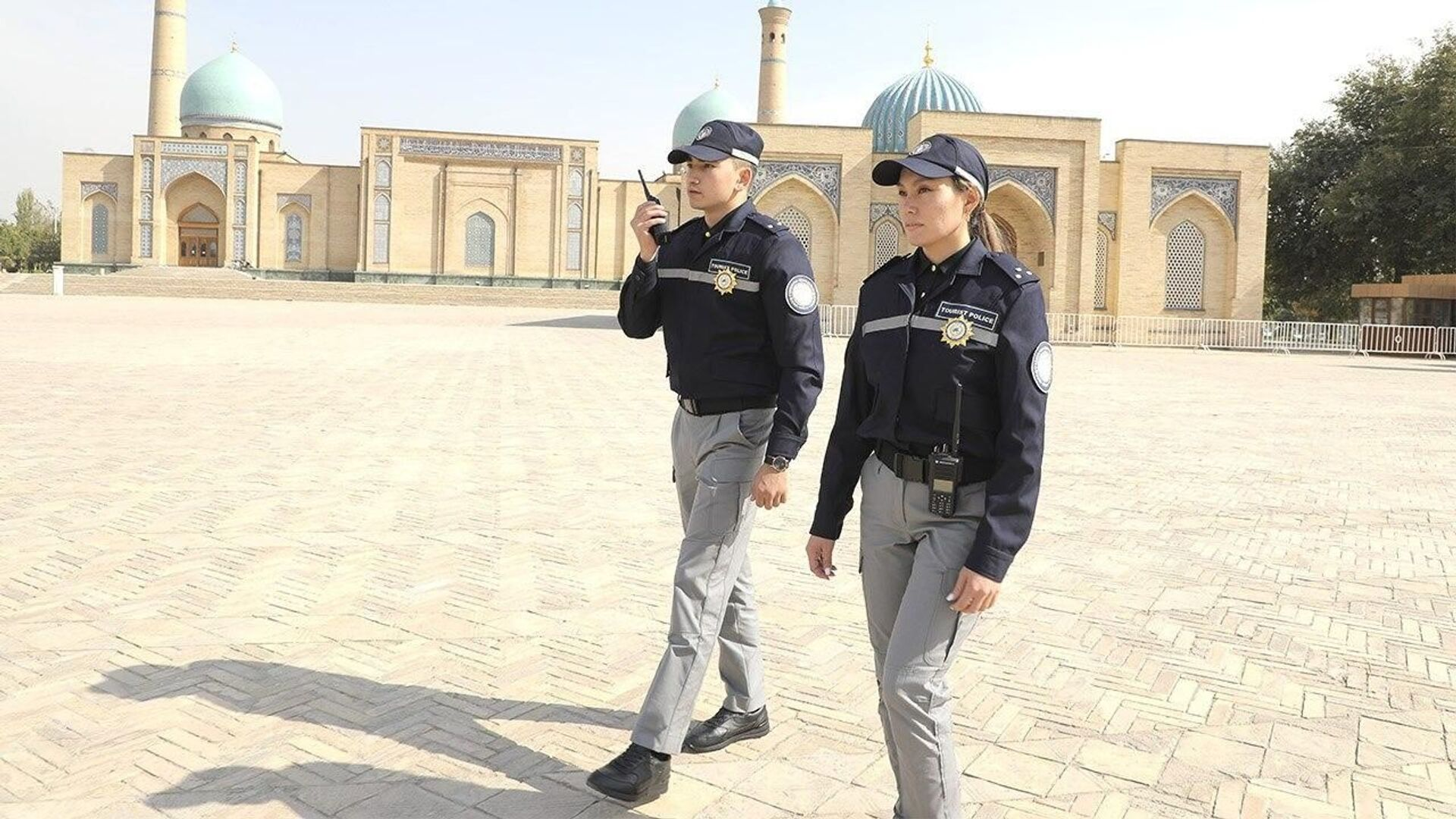 Туристическая полиция Узбекистана тестирует новую форму - Sputnik Ўзбекистон, 1920, 07.08.2021