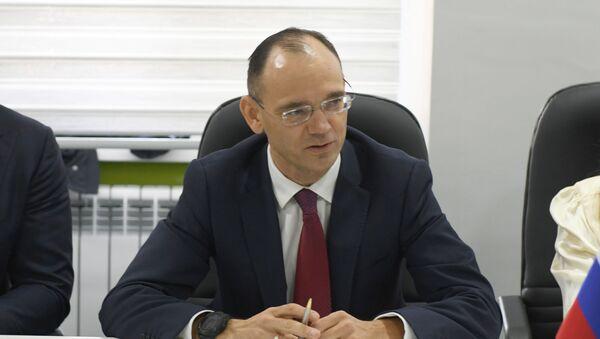 Первый заместитель министра просвещения РФ Дмитрий Глушко - Sputnik Узбекистан