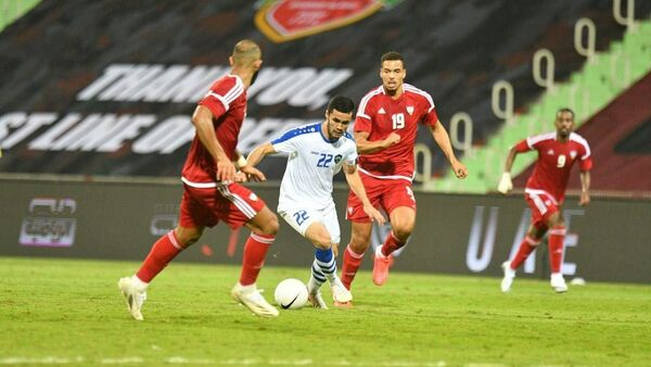 В товарищеском матче национальная сборная Узбекистана со счетом 2:1 победила сборную ОАЭ - Sputnik Узбекистан