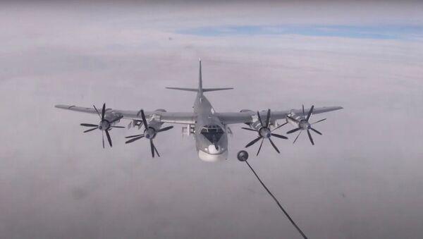 Контрольные полеты экипажей Ту-160 и Ту-95МС в Саратовской области - Sputnik Узбекистан