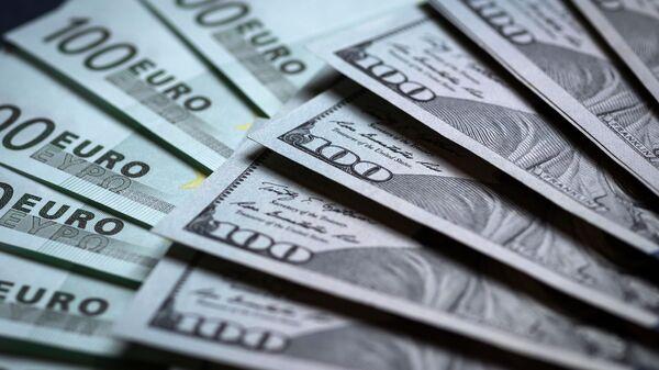 Денежные купюры: евро и доллары - Sputnik Узбекистан