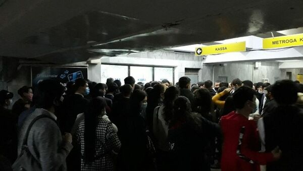 Стала известна причина скопления людей в метро Ташкента - Sputnik Узбекистан