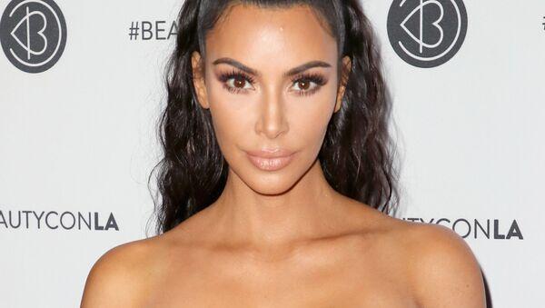 Телезвезда Ким Кардашьян на фестивале Beautycon-2018 в Лос-Анджелесе, США - Sputnik Ўзбекистон