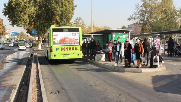 Ostanovka obщestvennogo transporta v Tashkente - Sputnik Oʻzbekiston