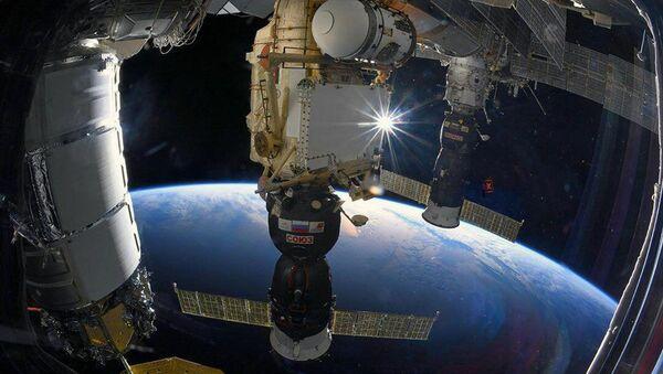 Корабль Союз МС, пристыкованный к МКС - Sputnik Узбекистан