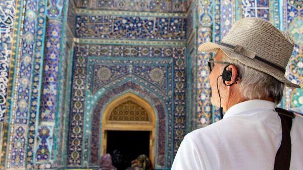 Пожилой турист - Sputnik Узбекистан