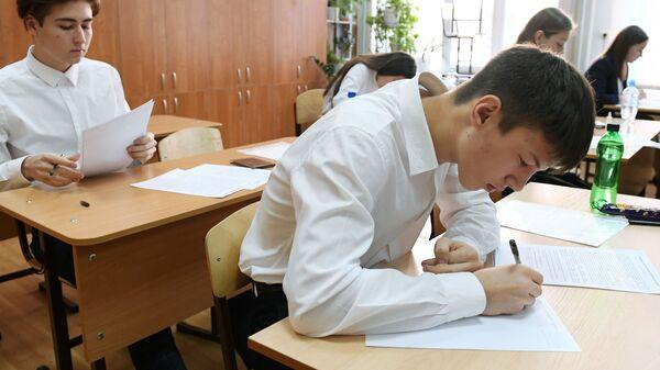 Итоговое сочинение по литературе в российских школах - Sputnik Узбекистан