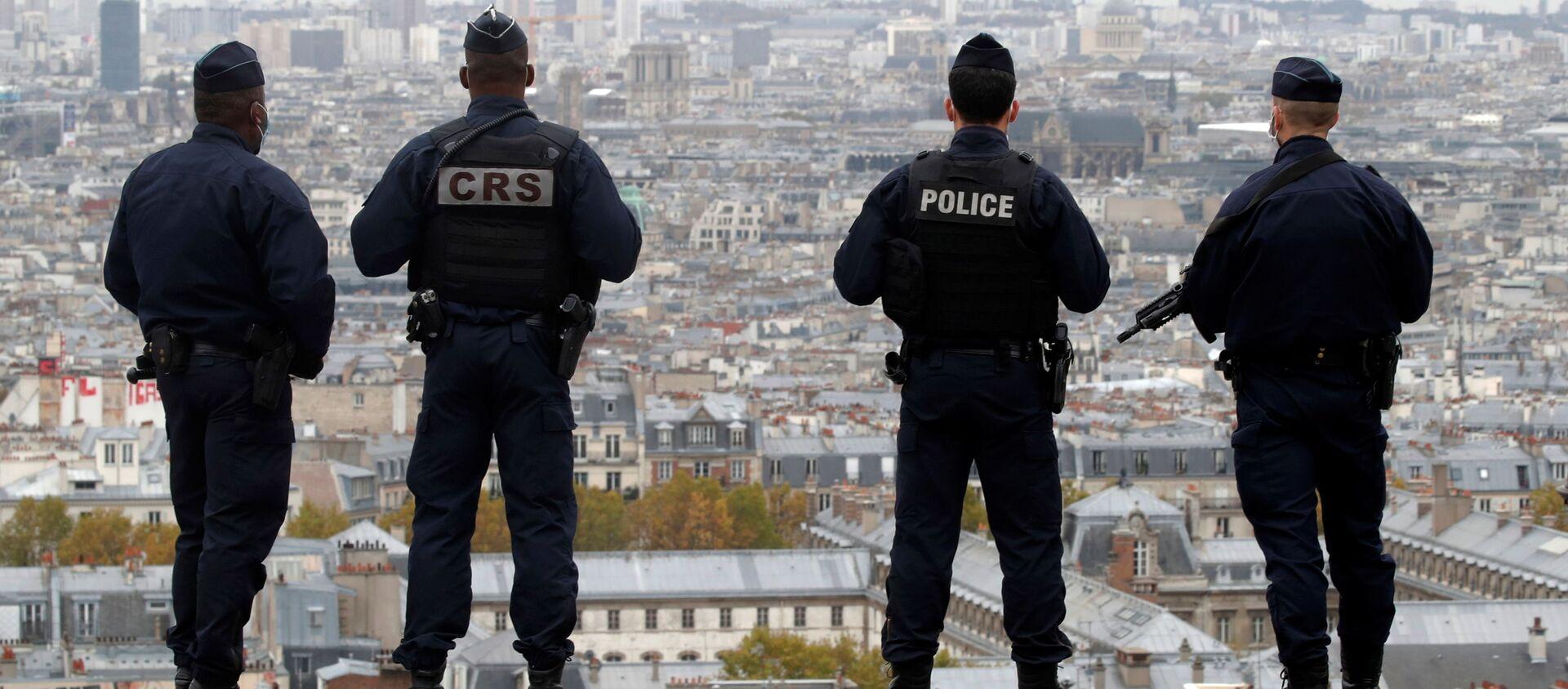 Сотрудники полиции и спецслужб Франции в Париже - Sputnik Узбекистан, 1920, 02.11.2020