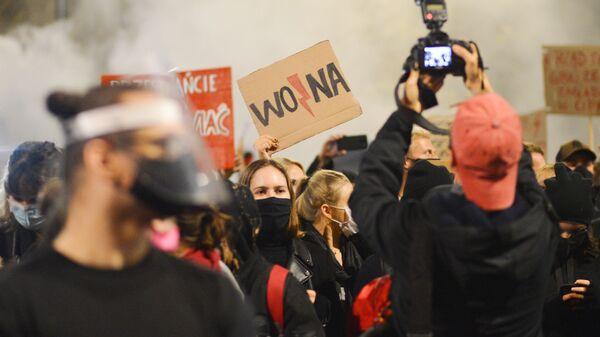 Uchastniki aktsii protesta, poluchivshey nazvaniye chernaya subbota, protiv ujestocheniya zakonodatelstva ob abortax v Polshe - Sputnik Oʻzbekiston