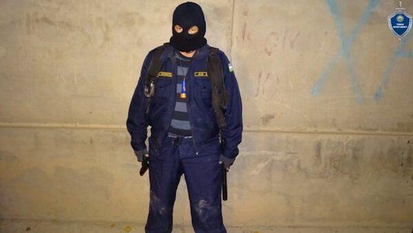 В Ташобласти несколько человек в форме Нацгвардии пытались похитить мужчину - Sputnik Узбекистан