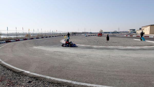 So skorostyu vetra: v Namangane startoval chempionat Uzbekistana po kartingu - Sputnik Oʻzbekiston
