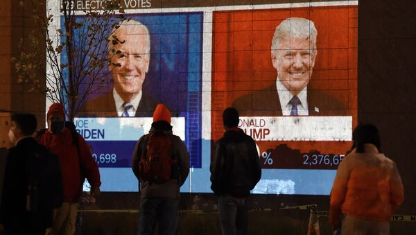Экран с результатами выборов в Вашингтоне, США - Sputnik Узбекистан