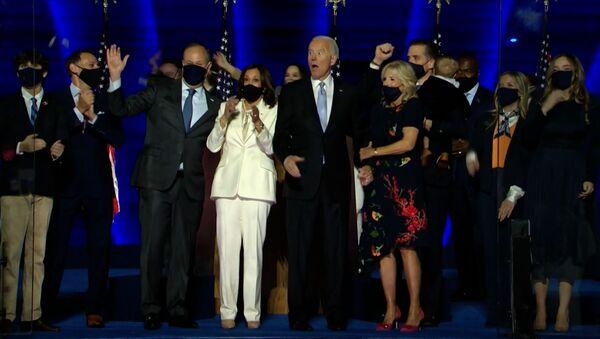Байден объявил о своей победе, но Трамп не сдается: чем опасен конфликт при передаче власти - Sputnik Узбекистан